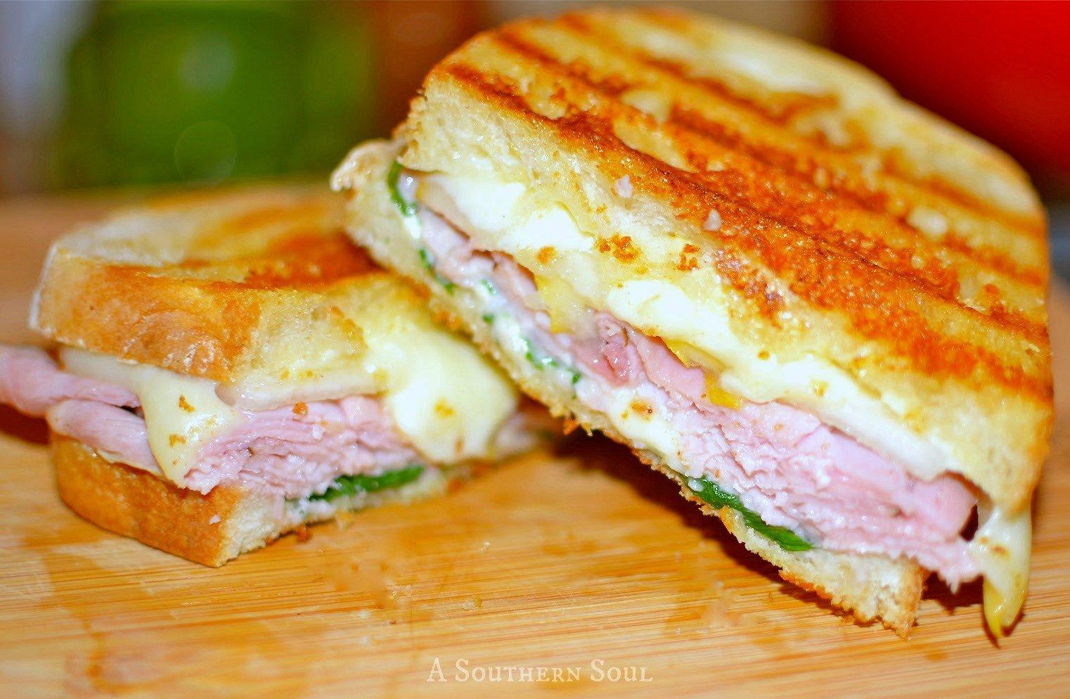 pannini-ham-sandwichwm