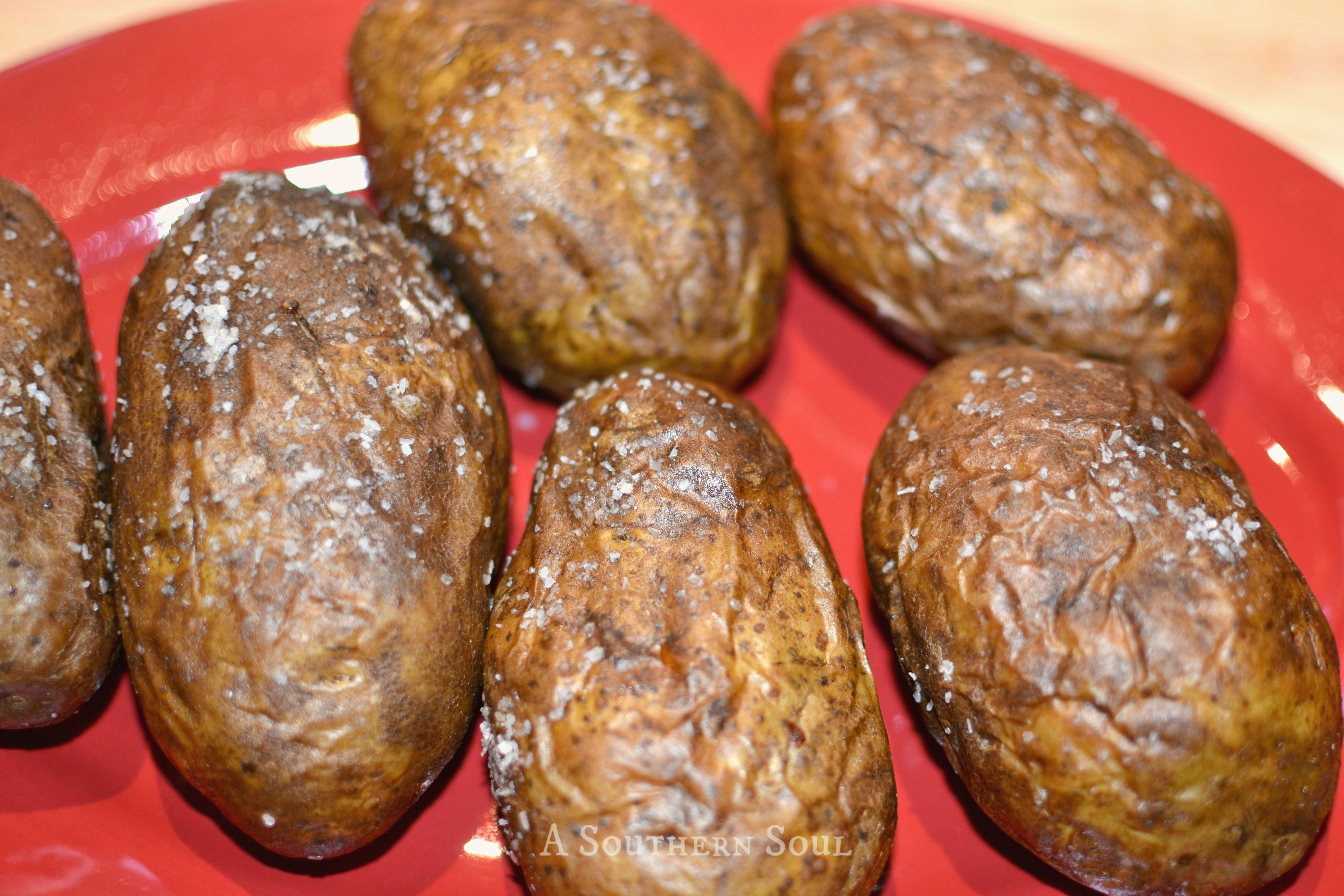 baked-potatoes-with-saltwm