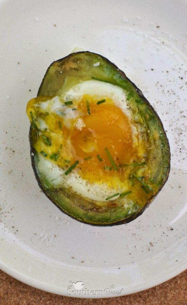 http://asouthern-soul.blogspot.com/2015/04/baked-egg-in-avocado.html