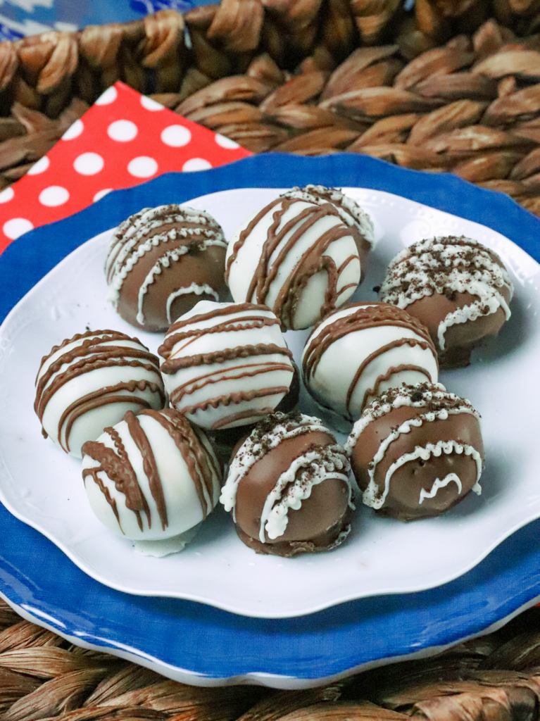 No bake Oreo Truffle Balls are a great tread for any holiday, special occasion or as a treat during the week. Made with oreo cookies, cream cheese then dipped into chocolate and sprinkled with crushed cookies!
